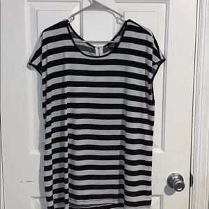 Black & White Striped Top w/ Zipper Accent Closure